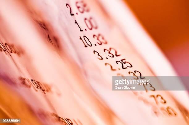 shop receipts - precio fotografías e imágenes de stock