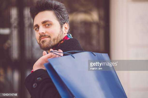 shopaholic man shopping on black friday - black friday imagens e fotografias de stock