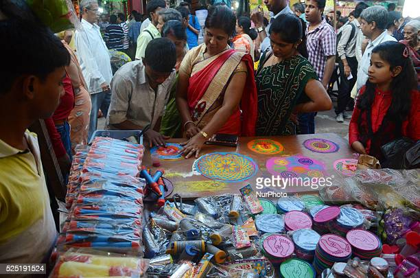 A shopkeeper demonstrate Rangoli for diwali at a roadside Diwali market in Burrabazar in Kolkata October 21 2014 Hindus decorate their homes with...