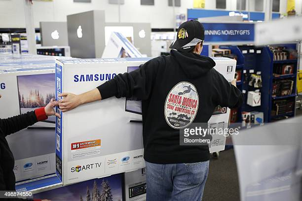 84 shoppers inside a best buy co store for black friday sales photos and premium high res pictures getty images https www gettyimages com photos shoppers inside a best buy co store for black friday sales