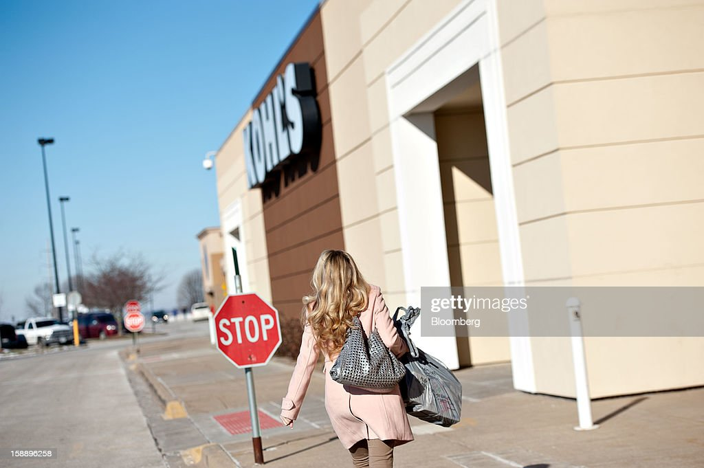 A shopper enters a Kohl's Corp. store in Peoria, Illinois, U.S., on Wednesday, Jan. 2, 2013. The International Council of Shopping Centers is scheduled to release U.S. chain store sales data on Jan. 3. Photographer: Daniel Acker/Bloomberg via Getty Images