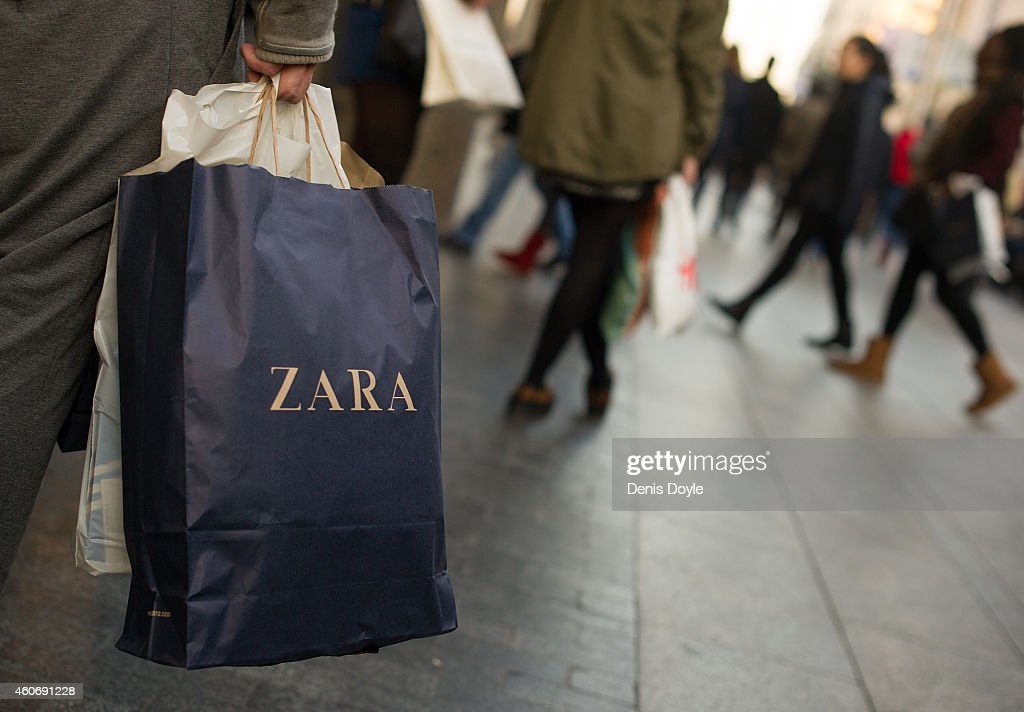 Shopping In Madrid Ahead Of Christmas Celebrations : News Photo