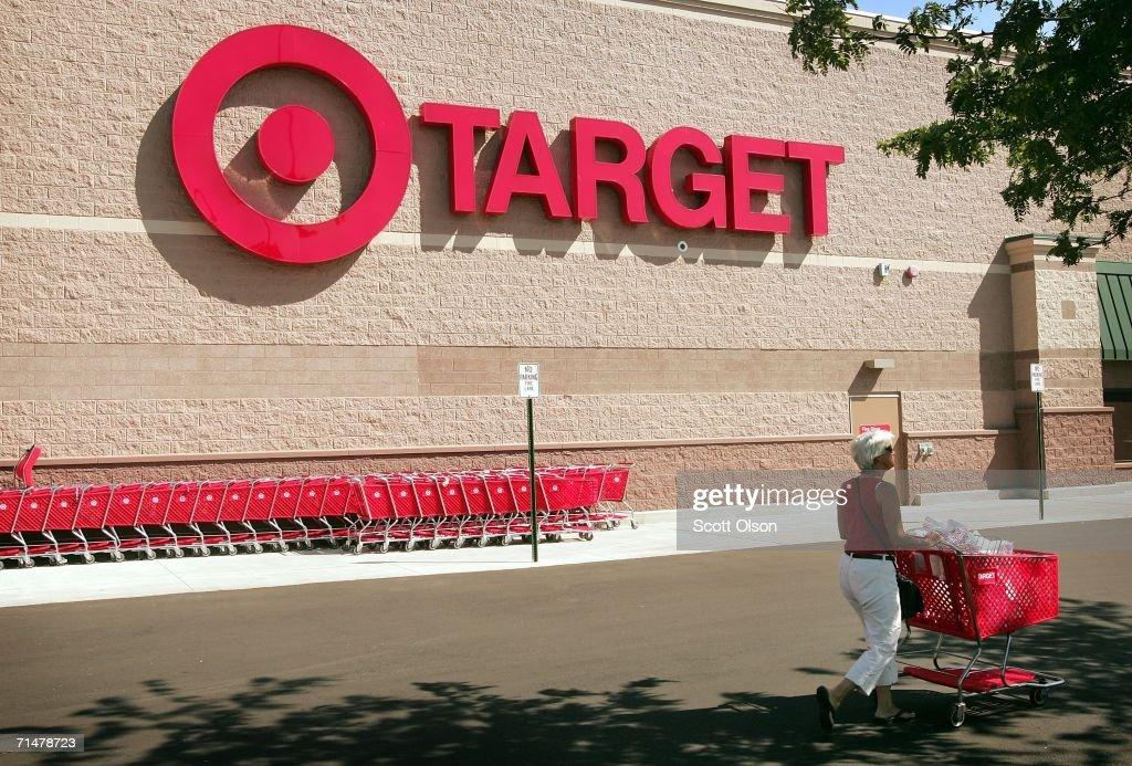 After Target Lowers Sales Forecast, Shares Plummet : News Photo