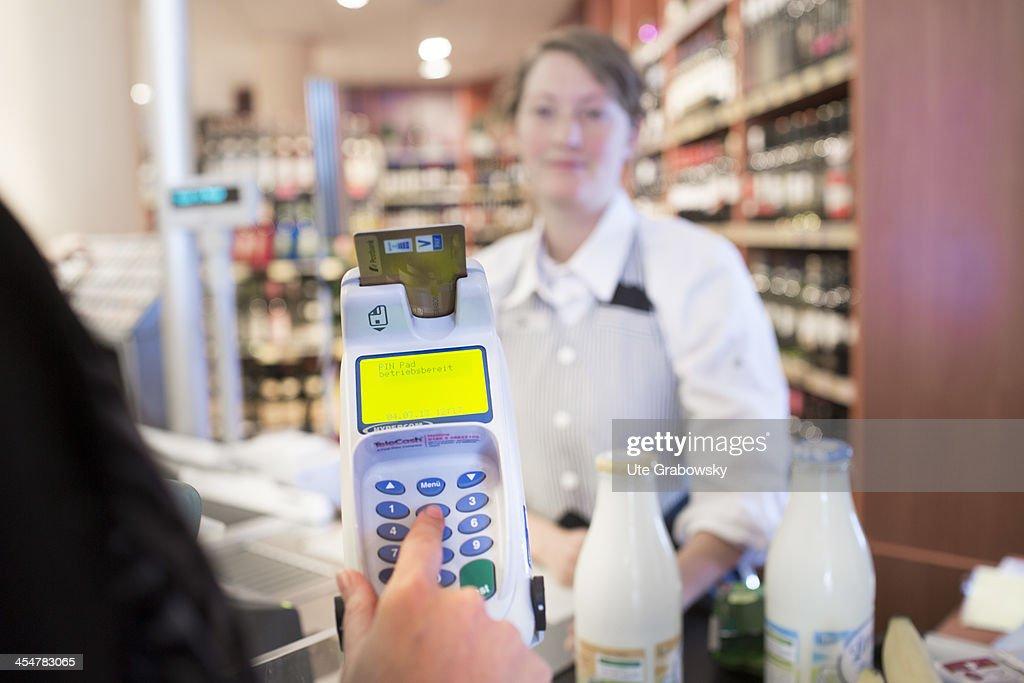 A  Supermarket Check-Out : Photo d'actualité