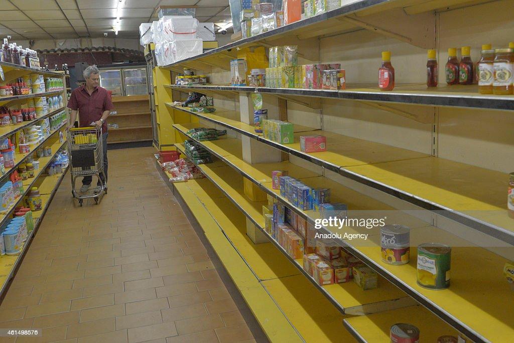 Shortage in Venezuela due to economical crisis : News Photo
