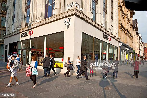 Shoppers and pedestrians, central Glasgow, HSBC branch