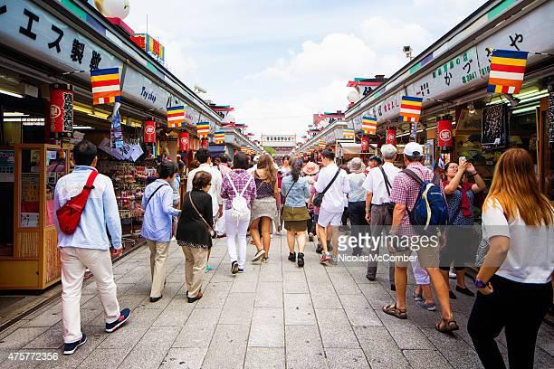 ショッピング好きのお客様や観光客を歩く浅草 Nakamise 東京のショッピング通り