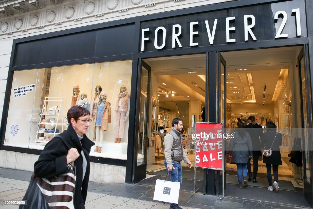 Shoppers are seen outside Forever 21 store on London's... : News Photo