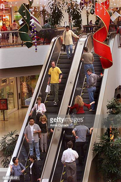 Shoppers at the Oaks Mall in Thousand Oaks appear to be buying with only a few days left before Christmas. A consumer Confidence report was released...