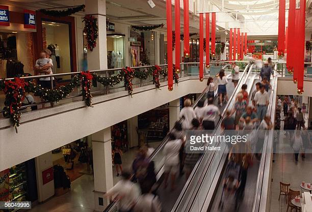 Shoppers at the StLuke's Shopping Mall Auckland crowd to buy lastminute Christmas presentsFOTORPESS