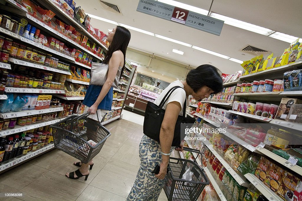 Shoppers browse the shelves in a supermarket in Singapore, on Monday, May 24, 2010. Singapore's consumer prices rose at the fastest pace in 14 months in April as an accelerating economy and a booming labor market boosted housing and transportation costs. Photographer: Charles Pertwee/Bloomberg via Getty Images