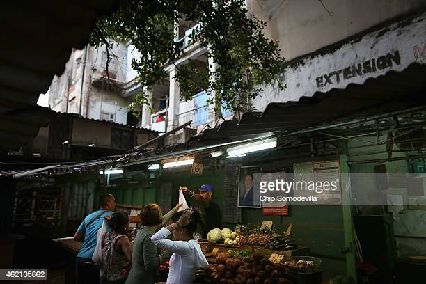 Shoppers buy fruit and vegetables in an open air market in the Jesus Maria neighborhood of Habana Vieja January 24 2015 in Havana Cuba After the...