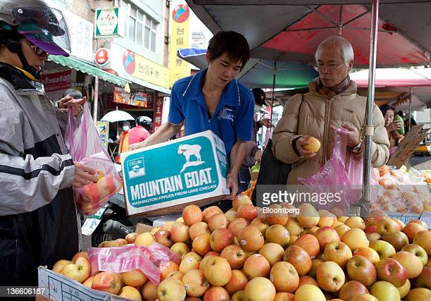 Shoppers buy produce at a market stall in Taipei, Taiwan, on Saturday, Jan. 7, 2012. Taiwan holds presidential elections on Jan. 14. Photographer:...
