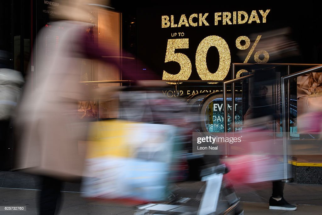 Sales Open On Black Friday : News Photo