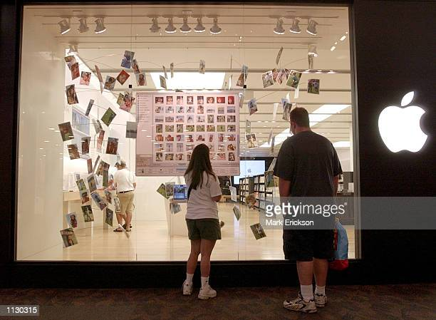 Shoppers check out the storefront display at the Apple Store at the Mall of America July 16 2002 in Bloomington Minnesota The Mall of America is the...