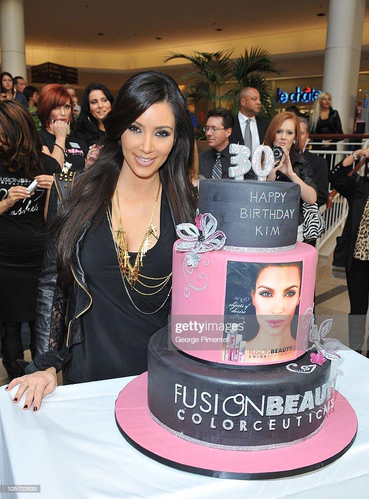 Enjoyable Shoppers Drug Mart Welcomes Kim Kardashian Promoting Fusion Funny Birthday Cards Online Benoljebrpdamsfinfo