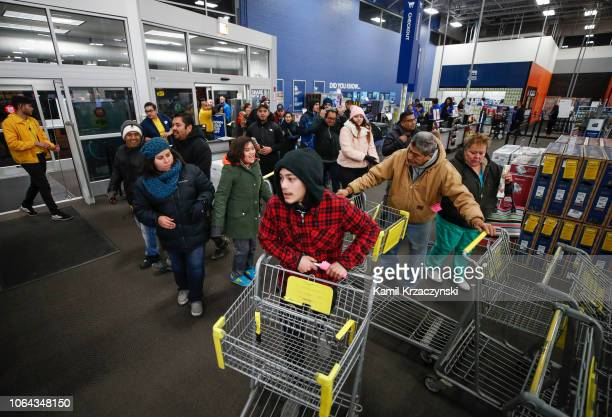 Shoppers enter a Best Buy Inc store on November 22 2018 in Chicago Illinois Known as 'Black Friday' the day after Thanksgiving marks the beginning of...