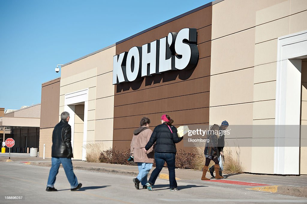Shoppers enter a Kohl's Corp. store in Peoria, Illinois, U.S., on Wednesday, Jan. 2, 2013. The International Council of Shopping Centers is scheduled to release U.S. chain store sales data on Jan. 3. Photographer: Daniel Acker/Bloomberg via Getty Images