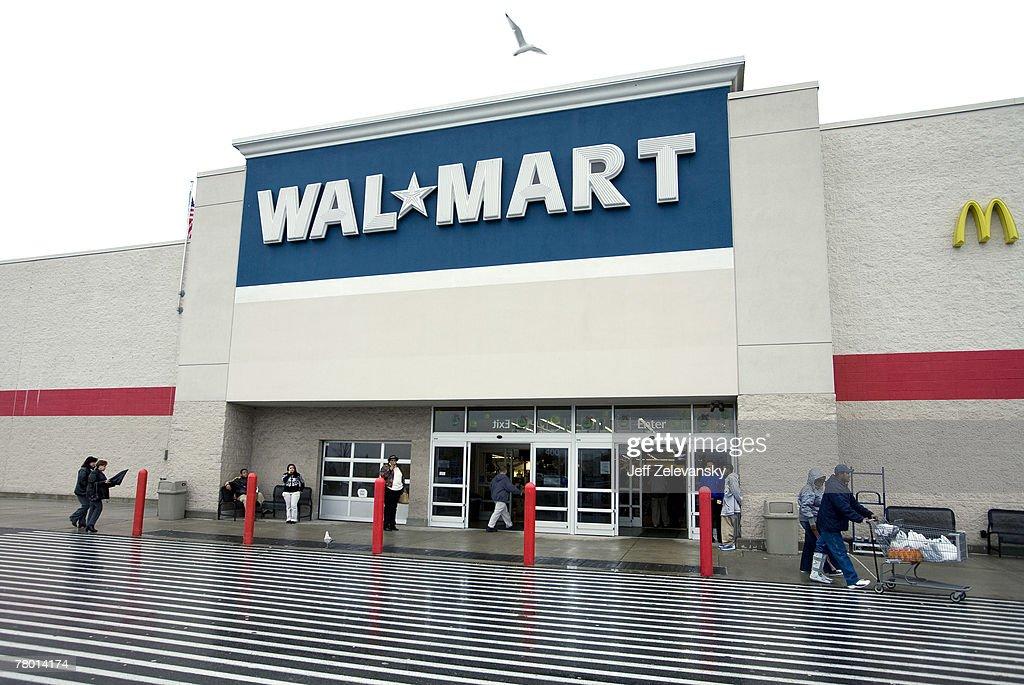 "Wal-Mart Prepares For ""Black Friday"" Shopping Mania : News Photo"