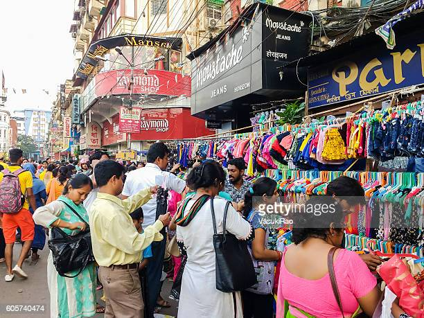 shoppers in kolkata street market, india - kolkata stock pictures, royalty-free photos & images