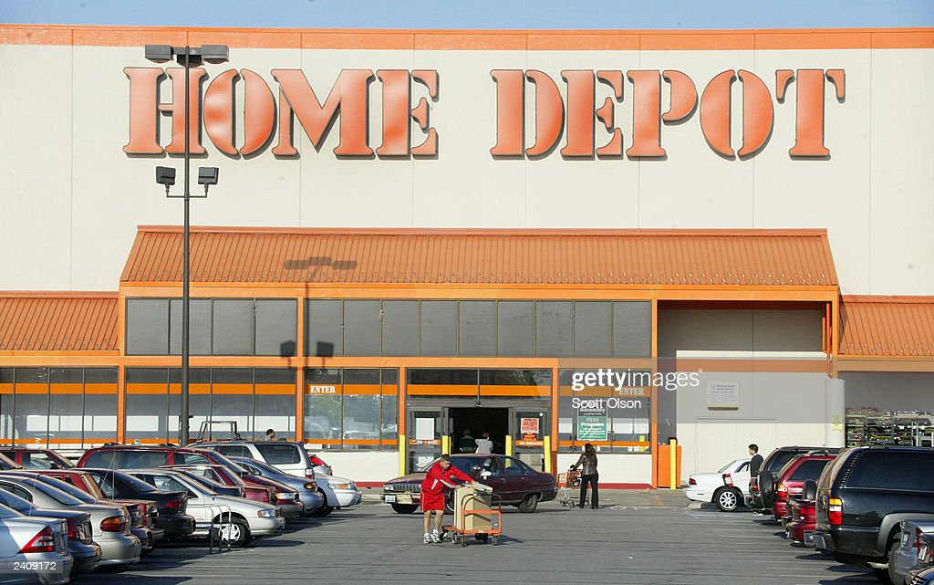 Shoppers Leave A Home Depot Store May 20 2003 In Chicago Illinois News Photo Getty Images