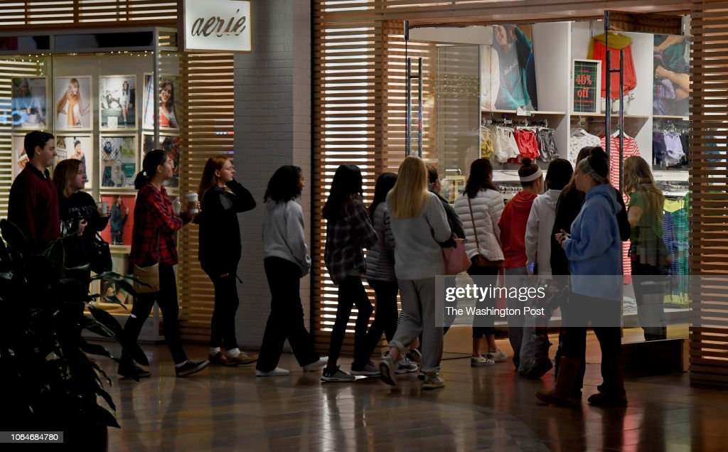 Shoppers Line Up At The Door Of The Aerie Store In Columbia Mall