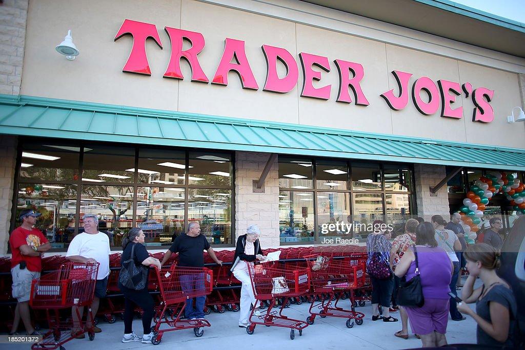 Trader Joe's Open New Store In Miami Area : News Photo