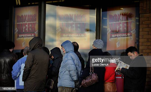 Shoppers llined up outside the Staples store in Etobicoke on Boxing Day morning 2010