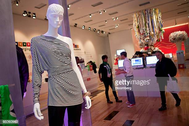 Shoppers look at items on display at the eBay @ 57th Popup Marketplace store in New York US on Friday Nov 20 2009 EBay Inc opened its holiday...