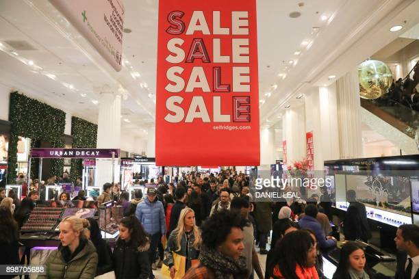 Shoppers look for bargains in Selfridges department store during the Boxing Day sale in central London on December 26 2017 / AFP PHOTO / Daniel...