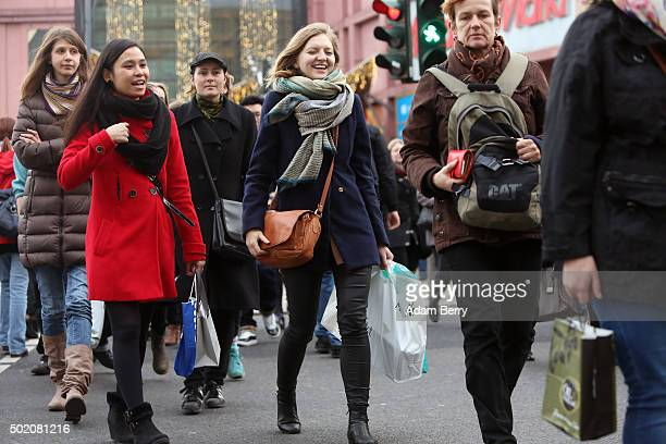 Shoppers make final Christmas purchases on December 20 2015 in Berlin Germany Some stores opened especially on the final Sunday before Christmas as...