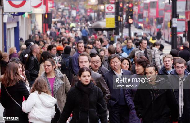 Shoppers make their way along Oxford Street on December 23 2006 in London England With just two days to go before Christmas the streets are busy with...