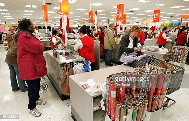Shoppers pay for their purchases at a Kmart store December 19 2005 in Norridge Illinois Consumers are visiting stores in search of lastminute holiday...