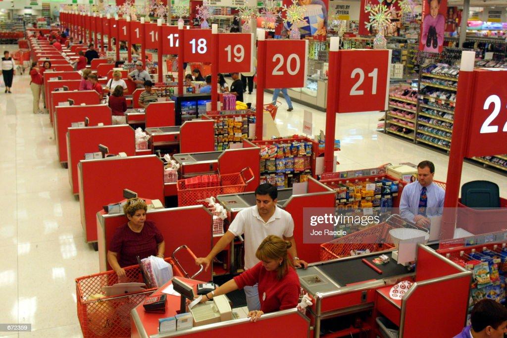 Christmas Shopping Season Begins : News Photo