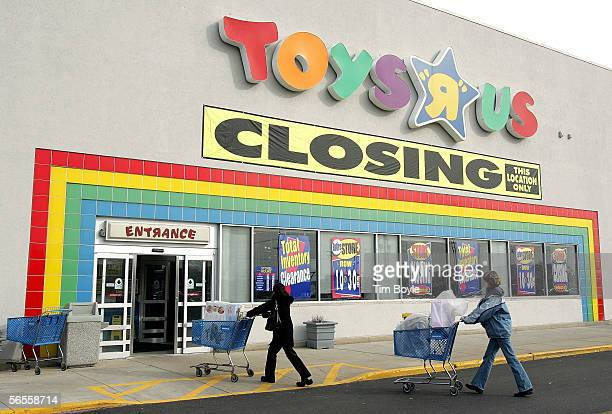 Shoppers push their carts toward a Toys R Us store entrance January 10 2006 in Arlington Heights Illinois Vornado Realty Trust which bought the...