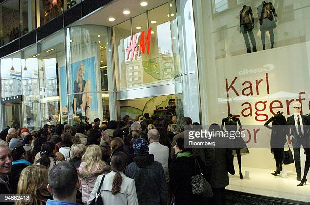 Shoppers queue for clothes at the HM store in Milan Italy Friday November 12 2004 Europe's largest clothing chain said fiscal fourthquarter profit...