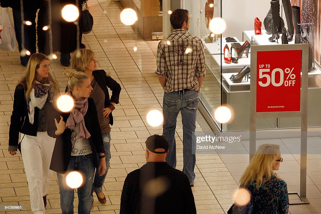 Retail Sales Rise More Than Expected For Month Of November : News Photo