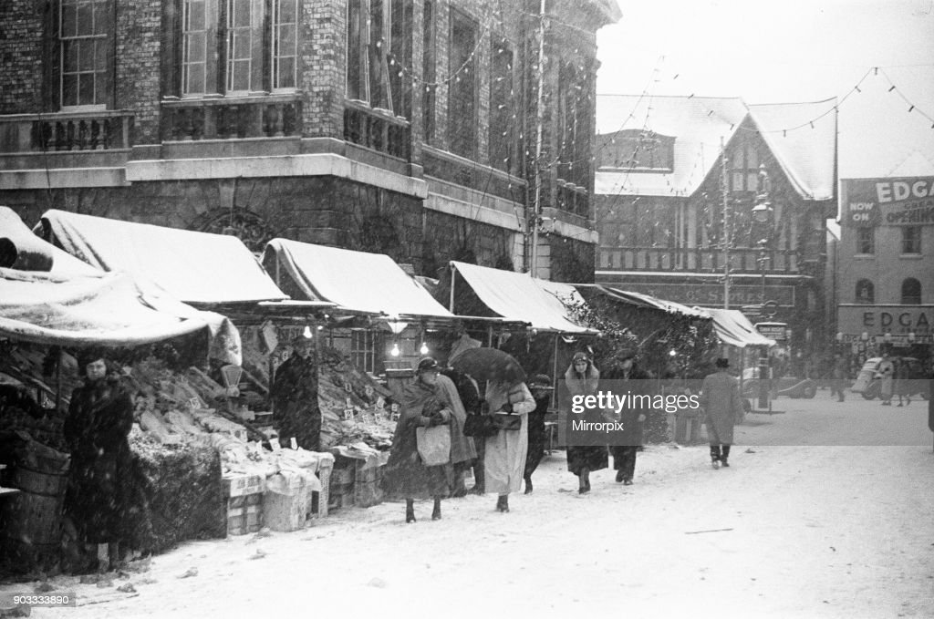 Shoppers seen here at Kingston braving the snow : News Photo