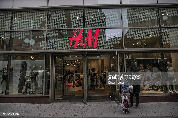 Shoppers stand outside a Hennes Mauritz AB store along the Fulton Street Mall in the Brooklyn borough of New York US on Friday May 13 2016 Consumer...