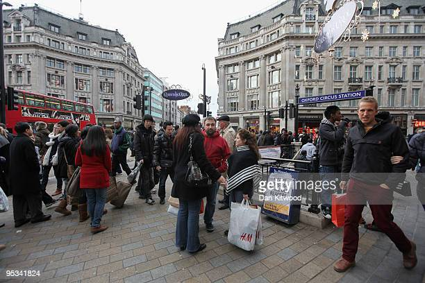 Shoppers throng into Oxford Circus on December 26 2009 in London England Thousands of people are expected in central london to take advantage of the...