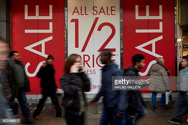 Shoppers walk along Oxford street in central London on December 26 during the postChristmas Boxing Day sales AFP PHOTO / NIKLAS HALLE'N / AFP /...