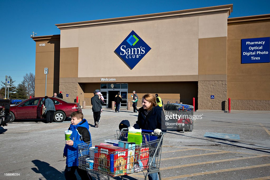 Shoppers walk outside a Sam's Club store in Peoria, Illinois, U.S., on Wednesday, Jan. 2, 2013. The International Council of Shopping Centers is scheduled to release U.S. chain store sales data on Jan. 3. Photographer: Daniel Acker/Bloomberg via Getty Images