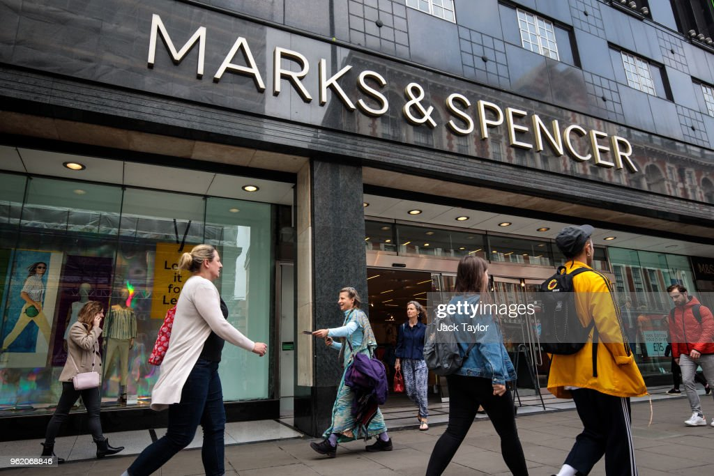 Marks and Spencer to close 100 stores by 2022 : ニュース写真