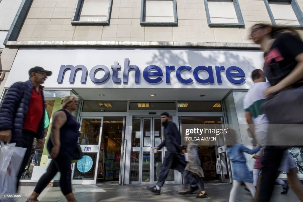 BRITAIN-RETAIL-BUSINESS-EARNINGS : News Photo