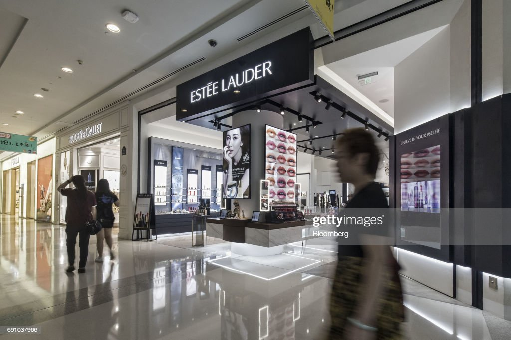 Inside An Estee Lauder Store As Chinese Millenials Boost Cosmetic Sales : News Photo