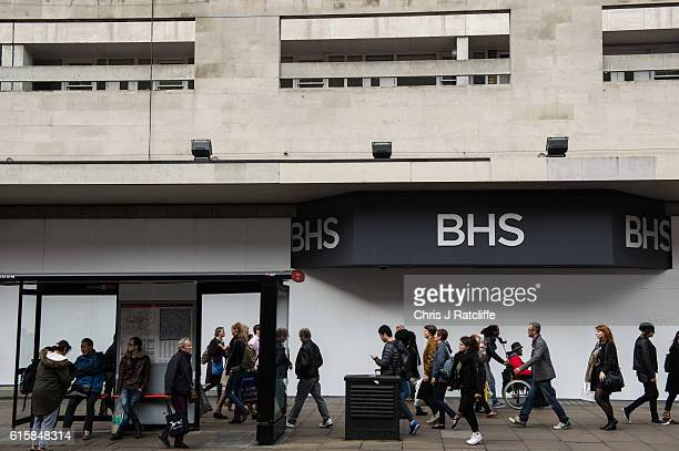 Shoppers walk past the boarded up BHS and wait for a bus at a bus stop on Oxford Street on October 20 2016 in London England A unanimous vote in...