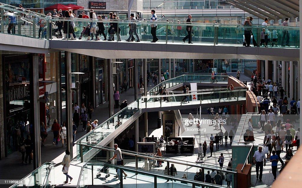 U.K. Consumer Spending Grew 4.4% in First Quarter : News Photo