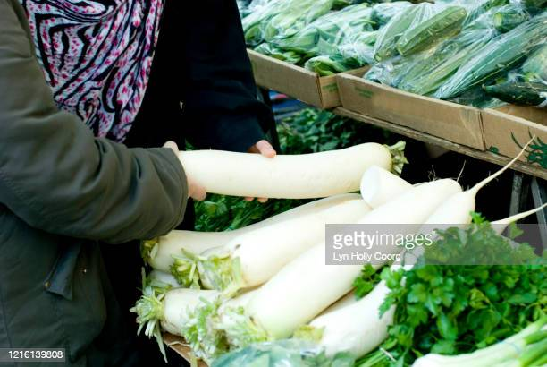 shoppers with mooli in marketplace - lyn holly coorg stock pictures, royalty-free photos & images