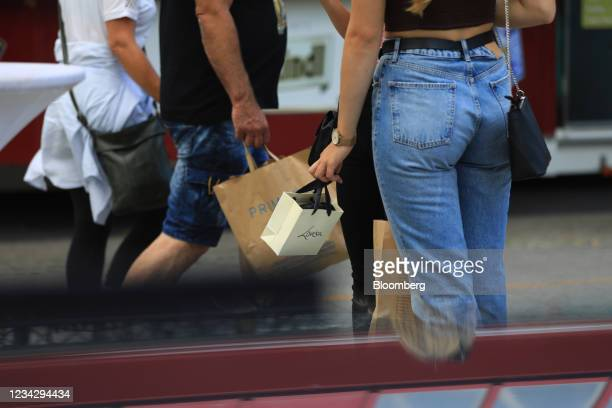Shoppers with purchases in Berlin, Germany, on Thursday, July 29, 2021. Germany reports gross domestic product figures on July 30. Photographer:...