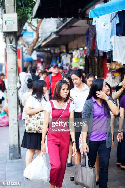 shoppig thai women near victory monument - gehweg stock pictures, royalty-free photos & images